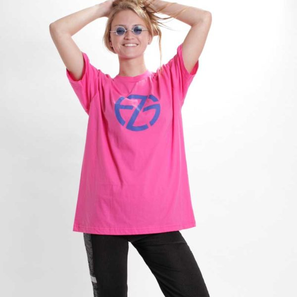 female model presents pink t-shirt with blue logo print, front view